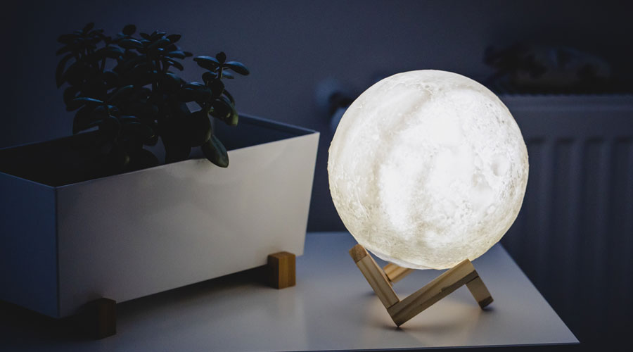 Noćna lampa u obliku meseca