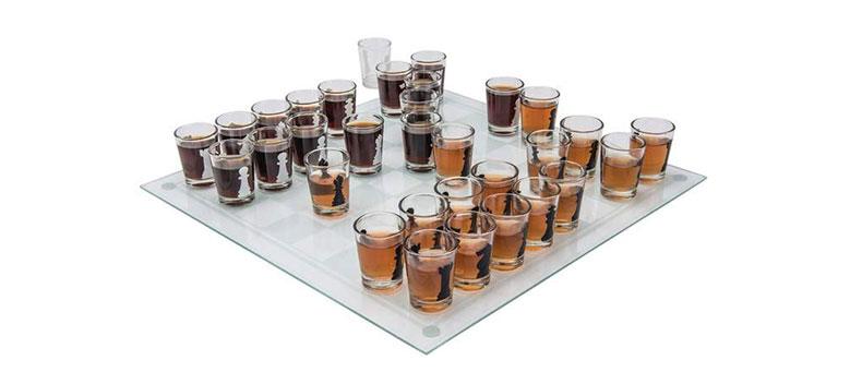 alkoholni šah sa čašicama